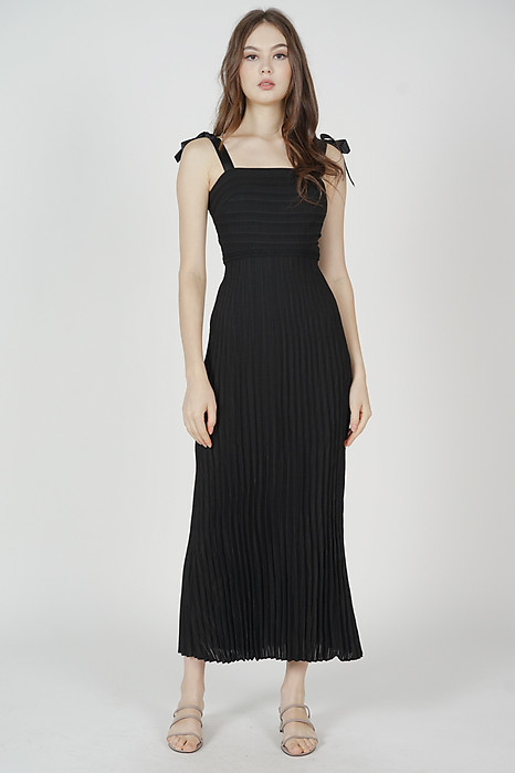 Juanie Pleated Dress in Black