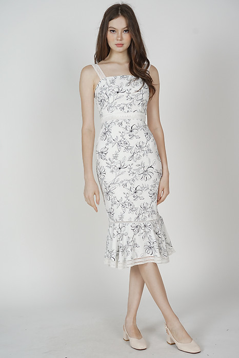 Welris Ruffled-Hem Dress in White Floral