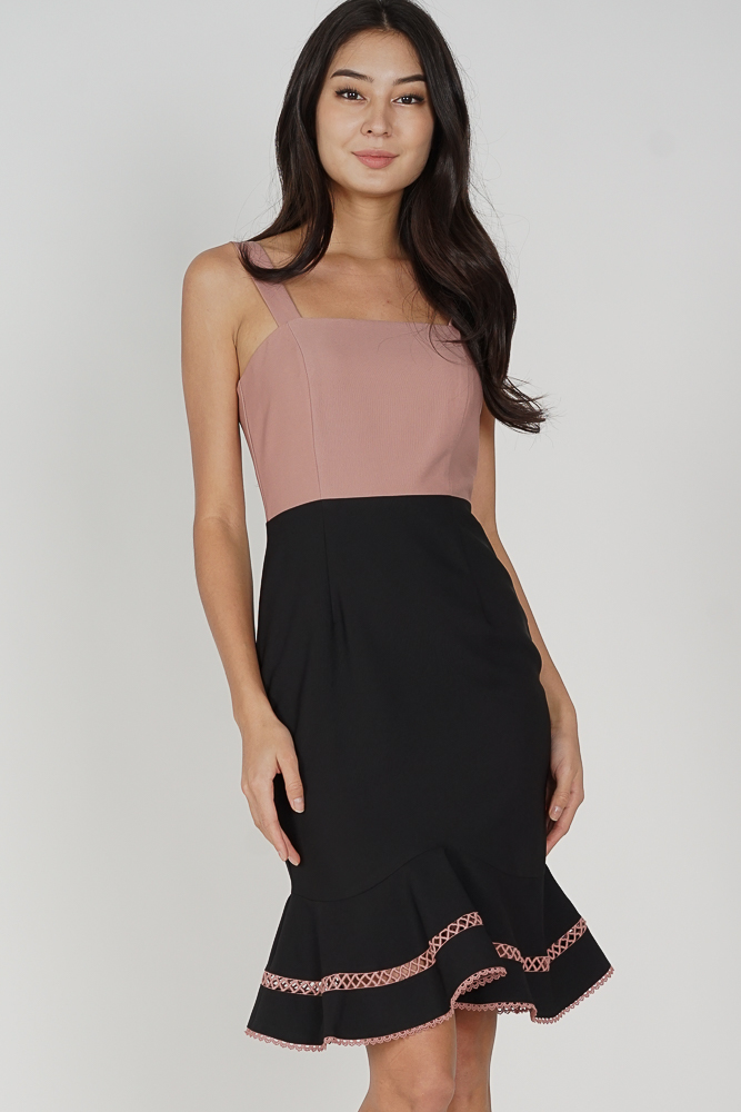 Hadrea Ruffled-Hem Dress in Pink Black